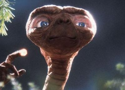 Quality: 1st Generation. Film Title: E.T. THE EXTRA-TERRESTRIAL-20TH ANNIVERSARY RE ISSUE Copyright: Universal Pictures 2001 Actors: Henry Thomas, Drew Barrymore, Dee Wallace Stone, Peter Coyote, Robert MacNaughton For further information: please contact your local UIP Press Office.